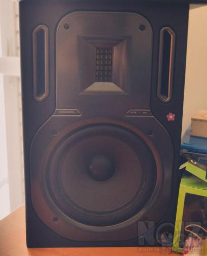 Studio Monitor Behringer Truth B3031A
