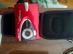 Tρίποδο τηλεσκοπικό και φωτογραφική μηχανή
