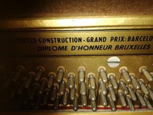 Petrof όρθιο μεγάλο πιάνο.