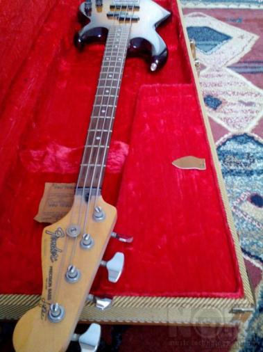 Fender precision lyte bass