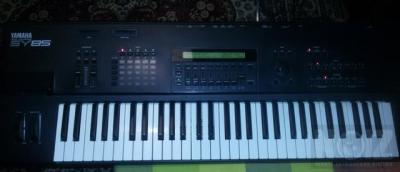 YAMAHA SY85 Synthesizer Workstation