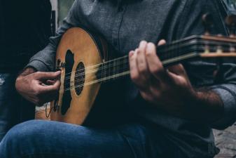 Μουσικός για επαγγελματική συνεργασία