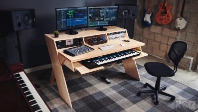 ΠΩΛΕΙΤΑΙ Custom Studio Desk βασισμενο στο Platform by Output