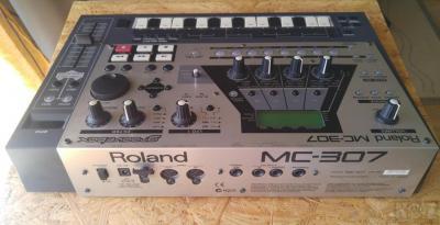 Roland MC-307