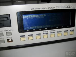 Akai sampler S2800