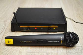 AKG - UHF SR40 + HF40 -Wireless microphone and receiver