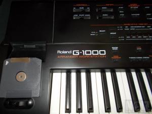ROLAND G-1000 arranger workstation