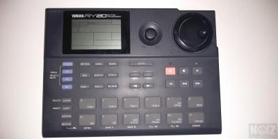 YAMAHA RY20 DRUM MACHINE
