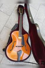 Eastman 910ce archtop jazz guitar