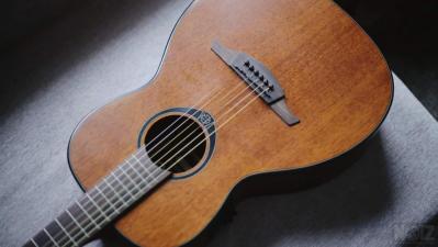 Ηλεκτρακουστική κιθάρα parlor Lag