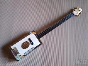 Cigar Box Guitar 4 strings.