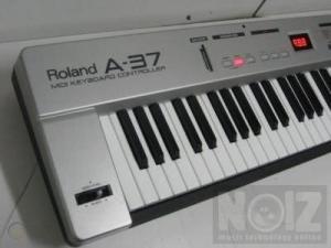 ROLAND A37 MIDI KEYBOARD