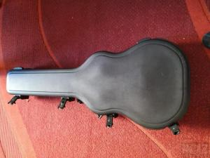 SKB σκληρή θήκη για κουστική κιθάρα