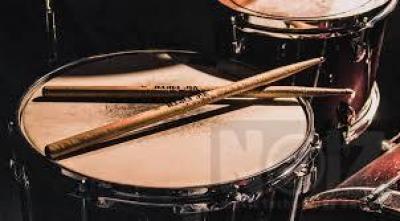 Ζητείται κοπέλα drummer για girlband