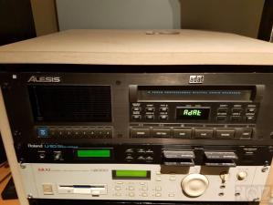 AKAI S-2000 SAMPLER