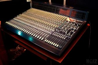 Behringer MX 9000 Mixing Console